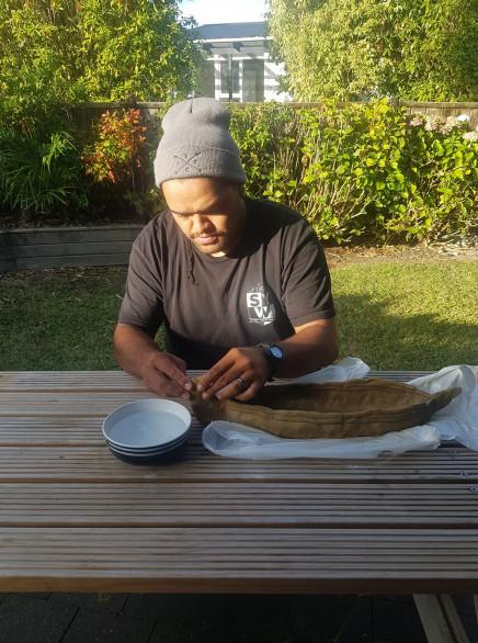 Dad making an ipu whenua.