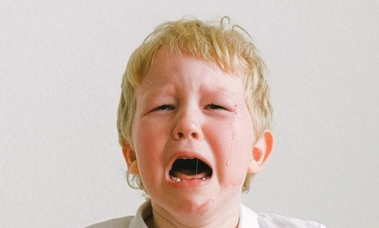 boy in white polo shirt crying 3905727 3
